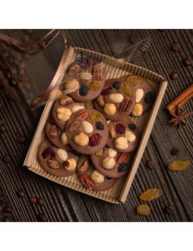 Ассорти орехов и сухофруктов