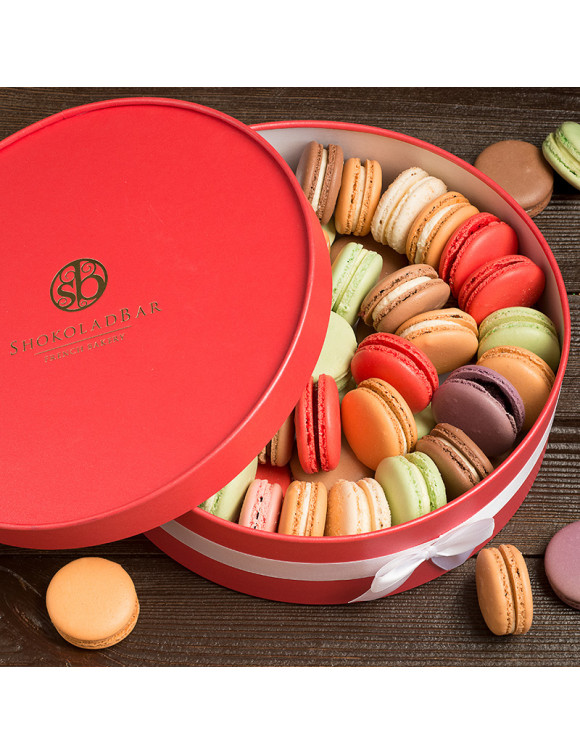Grand Red Macarons